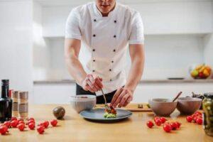 Delivery, 'chef at home', inserção tecnológica e comida vegana estão entre as principais tendências na área gastronômica